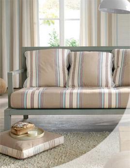 Confezione cuscini rigati per divani