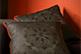 Confezione cuscini neri con profilo rosso