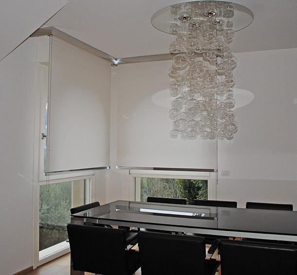 Produzione tende da interno ed esterno tappezzeria del garda for Shiny home tende a rullo