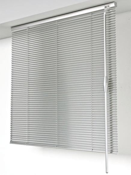 Produzione tende da interno ed esterno tappezzeria del garda for Veneziane da interno
